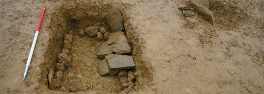 crantock beaker grave 1480x760 1004x360 - Rare Bronze Age beakers discovered at Halwyn Meadows